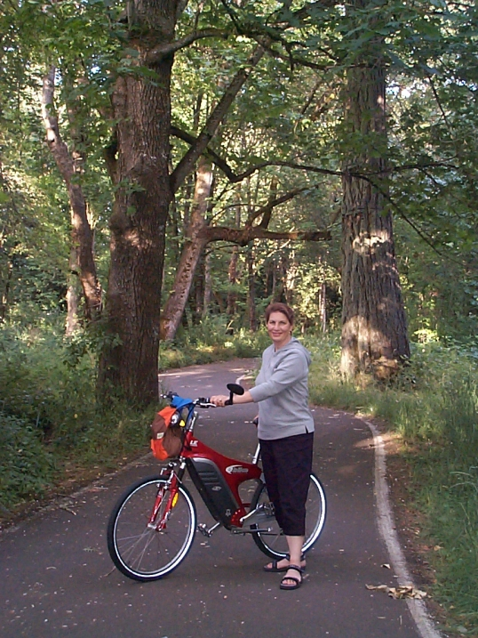 cheryl-on-willamette-river-bike-path